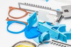 Pilha de coisas plásticas na superfície branca da tabela Imagens de Stock Royalty Free