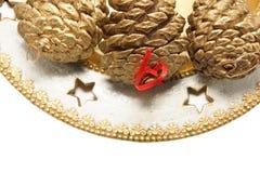Pilha de cones dourados na placa Imagens de Stock Royalty Free