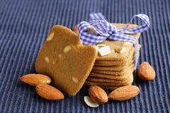 Pilha de cookies de amêndoa da manteiga fotos de stock royalty free
