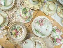 Pilha de copos de chá do vintage para o chá alto Fotos de Stock