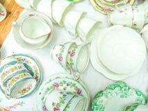 Pilha de copos de chá do vintage para o chá alto Imagem de Stock