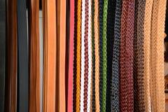 Pilha de correias de couro coloridas imagens de stock