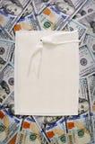 Pilha de dinheiro grande pilha de fundos americanos dos dólares Foto de Stock Royalty Free