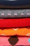 Pilha de diversa roupa das cores foto de stock royalty free