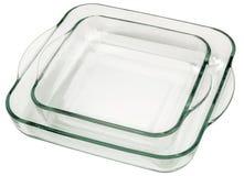 A pilha de dois arredondou Heath Resistant Glass Baking Pans quadrado com os punhos curvados isolados no fundo branco foto de stock