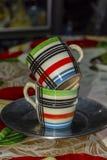 Pilha de dois copos coloridos fotografia de stock