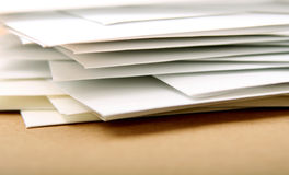 Pilha de envelopes Fotos de Stock