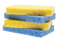 Pilha de esponjas azuis e amarelas Fotos de Stock