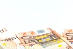 Pilha de 50 euro- cédulas do dinheiro, conceito do negócio, fundo branco Fotografia de Stock Royalty Free