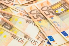 Pilha de 50 euro- cédulas do dinheiro, fundo do negócio Imagem de Stock