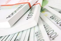 Pilha de 100 euro- contas Imagens de Stock Royalty Free