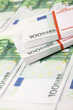 Pilha de 100 euro- contas Fotografia de Stock Royalty Free
