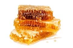 Pilha de favo de mel doce e completo no branco Fotografia de Stock