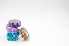 Pilha de fita colorida colorida fresca de Washi no fundo branco Fotos de Stock