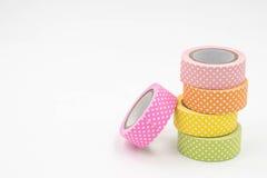 Pilha de fita colorida colorida morna de Washi no fundo branco Foto de Stock