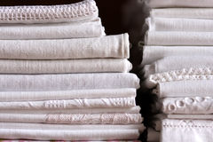 Pilha de folha da cama Fotografia de Stock Royalty Free