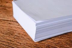 Pilha de folha do Livro Branco do tamanho a4 Imagens de Stock