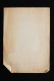 Pilha de folhas velha do papel do ofício isolada no fundo preto Fotografia de Stock