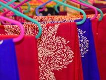 Pilha de fotografia tradicional do fundo dos sarees Fotos de Stock