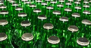 Pilha de garrafas de vidro verdes vazias Imagens de Stock