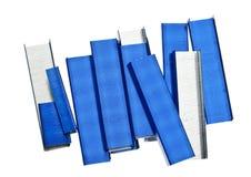 Pilha de grampos azuis Fotos de Stock Royalty Free