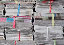 Pilha de jornal foto de stock
