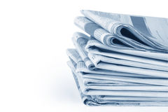 Pilha de jornal com trajeto Fotos de Stock Royalty Free