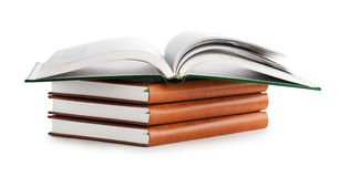 Pilha de livro com livro aberto Foto de Stock Royalty Free