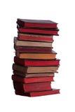 Pilha de livros muito velhos com páginas vermelhas Fotografia de Stock Royalty Free