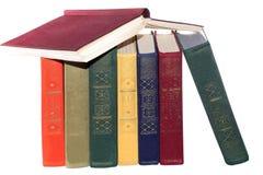 A pilha de livros velhos isolou o branco Imagem de Stock