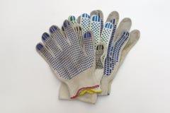 Pilha de luvas do algodão com os pontos de borracha coloridos Imagens de Stock Royalty Free