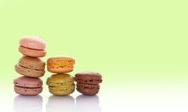 Pilha de macarons franceses coloridos cor pastel Imagem de Stock
