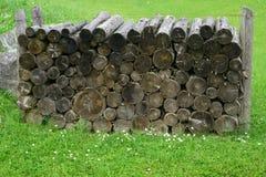 Pilha de madeira arranjada Fotos de Stock