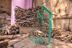 Pilha de madeira Varanasi imagens de stock royalty free