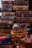 Pilha de mala de viagem velha fotografia de stock