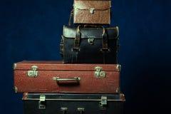 Pilha de malas de viagem velhas Fotos de Stock Royalty Free