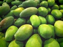 Pilha de manga verdes nutritivos Foto de Stock
