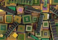 Pilha de microplaquetas velhas do processador central, de processadores obsoletos do computador e de módulos da memória imagem de stock royalty free