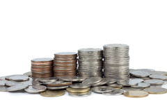 Pilha de moeda do dinheiro isolada no fundo branco Imagens de Stock