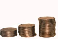 Pilha de moedas da rupia indiana isoladas fotografia de stock royalty free