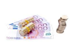 Pilha de moedas sobre euro- contas Fotografia de Stock Royalty Free
