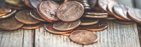 Pilha de moedas de um centavo velhas foto de stock royalty free