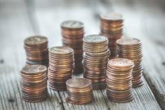 Pilha de moedas de um centavo velhas fotos de stock