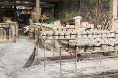 Pilha de moldes em cremalheiras Imagem de Stock