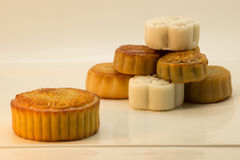 Pilha de mooncakes chineses Foto de Stock Royalty Free