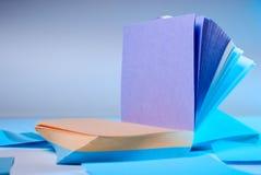 Pilha de notas pegajosas coloridas Imagens de Stock Royalty Free