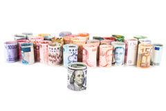 Pilha de notas roladas-acima da moeda com dólar americano na parte dianteira Foto de Stock Royalty Free