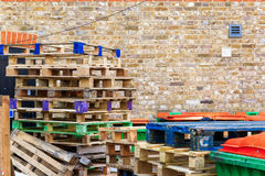 Pilha de páletes de madeira Imagem de Stock Royalty Free