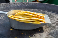 Pilha de pães lisos dourados torrados Fotos de Stock Royalty Free