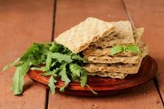 Pilha de pão inteiro dietético da batata frita do trigo Fotografia de Stock